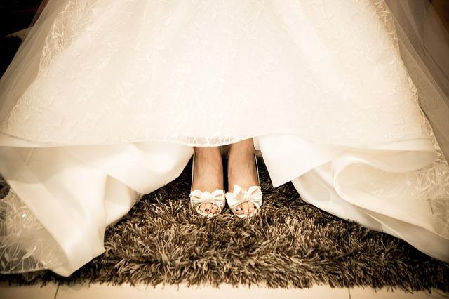 Jak wybrać buty ślubne? Jaki kolor, jaki obcas butów do ślubu?