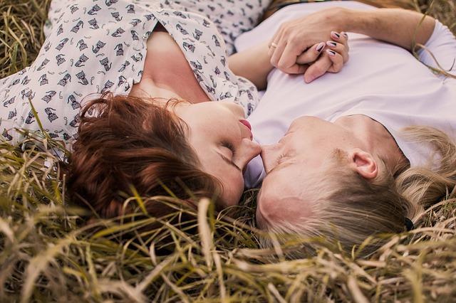 Pozycja klasyczna, na jeźdźca… Jakie pozycje pomagają zajść w ciąże? Jak się kochać, aby zajść w ciąże?