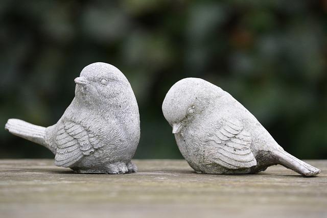 figurki skłóconych ptaków