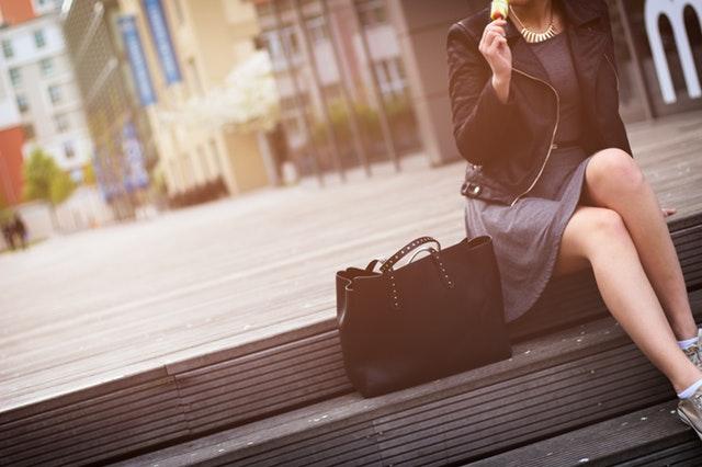 Jaka torebka dla niskiej, puszystej, wysokiej…? Podpowiadamy jak dopasować damską torebkę do sylwetki