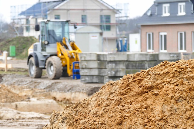 Zagęszczanie gruntu – na czym polega, dlaczego ważne w budownictwie?