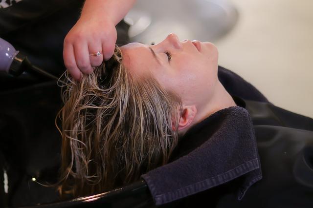Spłukiwanie włosów