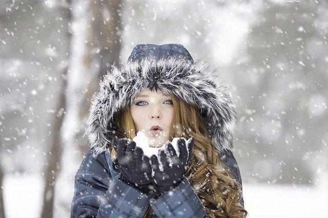 Dziewczyna na śniegu