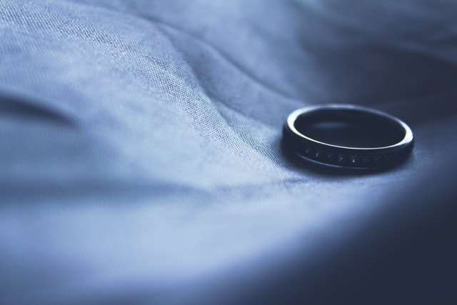 Samotna obrączka