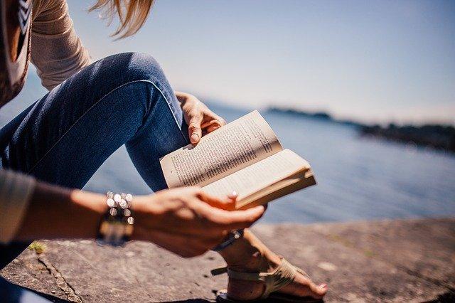 Kobieta z książką