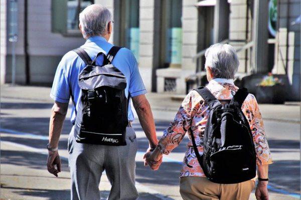 Seniorzy w podróży